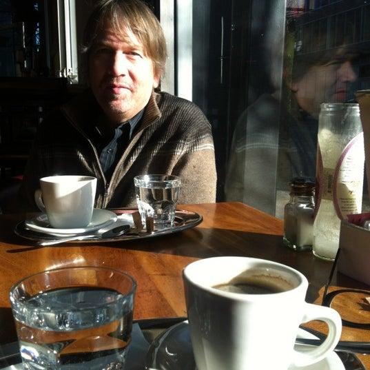 Foto diambil di Subeez Cafe Restaurant Bar oleh Sandi K. pada 1/14/2012