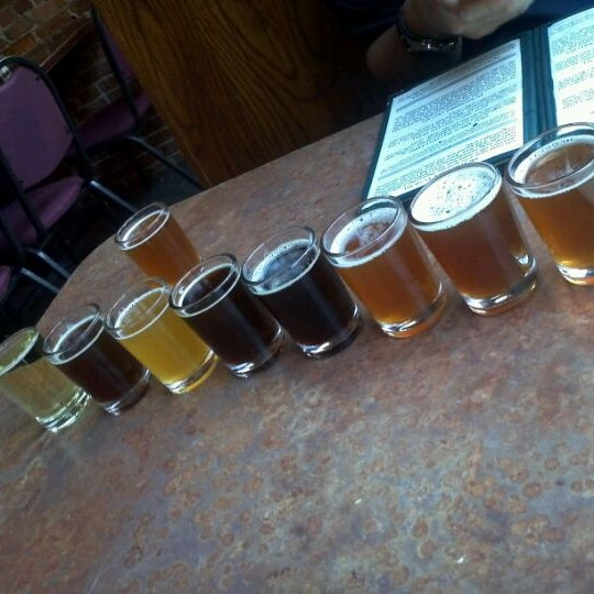Foto tomada en Arbor Brewing Company por Jeanette K. el 11/12/2011