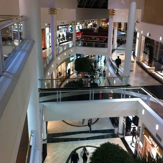 Foto diambil di Shopping Crystal oleh Renato L. pada 8/11/2011
