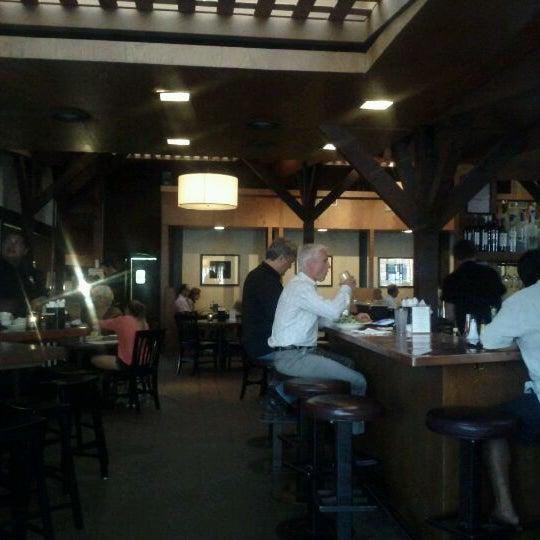Foto tirada no(a) Mo's Restaurant por Mike D. em 9/10/2011