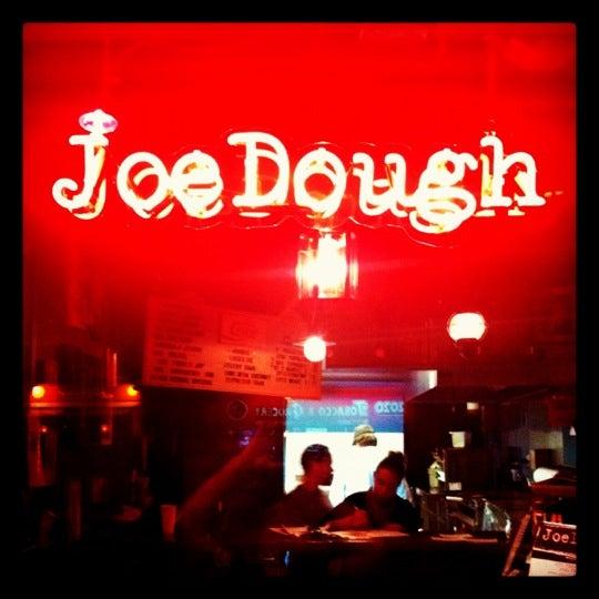 Foto tirada no(a) JoeDough Sandwich Shop por Ryan D. em 11/20/2011