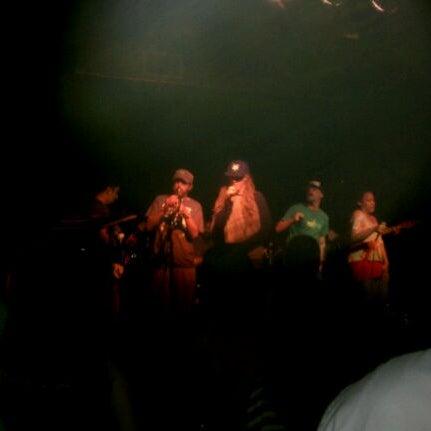 รูปภาพถ่ายที่ The Stage โดย Mike E. เมื่อ 2/19/2012