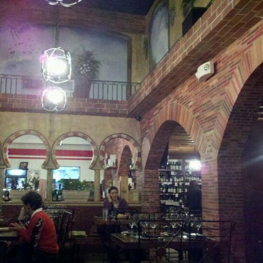 Снимок сделан в El Carajo Tapas and Wine пользователем Stephen P B. 11/11/2011