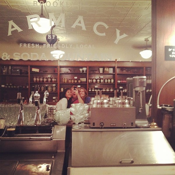 Foto scattata a Brooklyn Farmacy & Soda Fountain da Sam J. il 6/4/2012