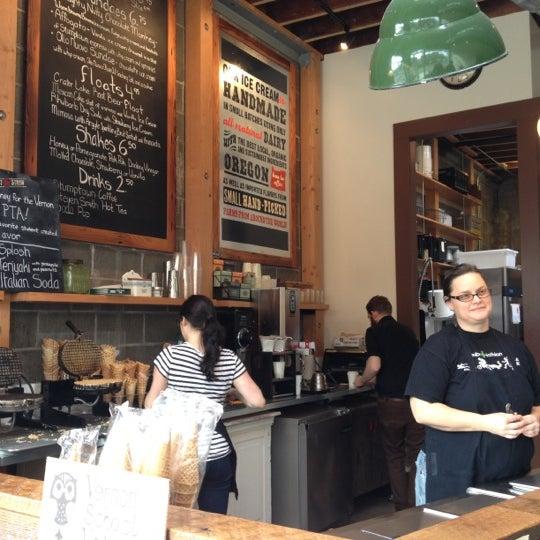 Das Foto wurde bei Salt & Straw von Jen A. am 2/18/2012 aufgenommen