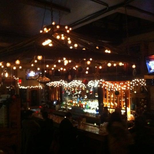 12/16/2011 tarihinde Mary S.ziyaretçi tarafından Two Door Tavern'de çekilen fotoğraf