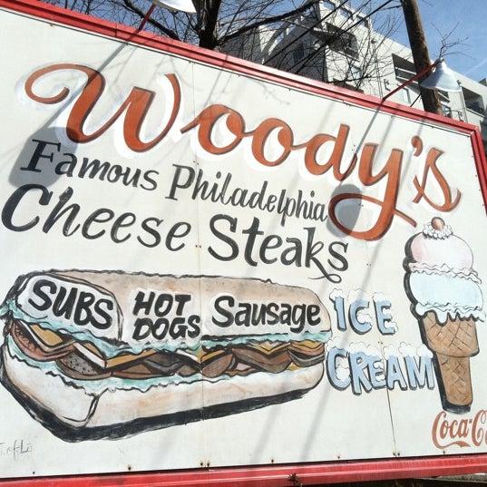 Foto scattata a Woody's Famous CheeseSteaks da Sue R. il 2/27/2012