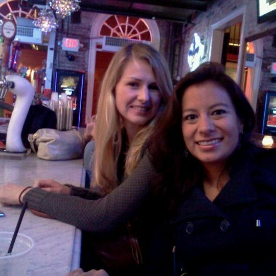 Foto tomada en Bourbon Heat por Danielle L. el 11/10/2011