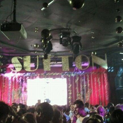 Das Foto wurde bei The Sutton Club von Daniel Q. am 9/24/2011 aufgenommen