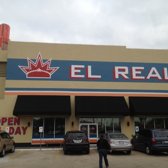 Снимок сделан в El Real Tex-Mex Cafe пользователем Lorenzo M. 1/21/2012