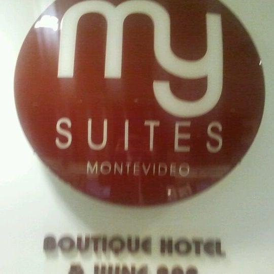 Foto diambil di My Suites Boutique Hotel & Wine Bar Montevideo oleh Agustín B. pada 10/3/2011