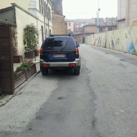 Foto scattata a Enoteca Don Abbondio da Lorenzo U. il 1/19/2012
