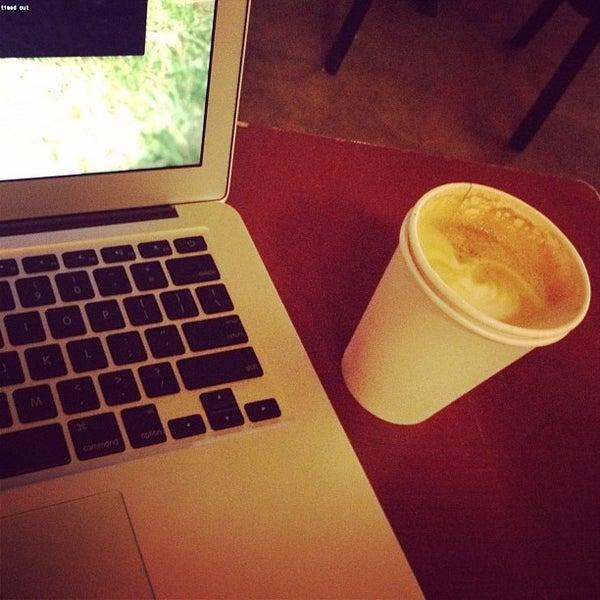 Foto tomada en Mars Cafe por Philip L. el 10/23/2011