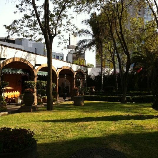 Снимок сделан в Hacienda de Los Morales пользователем Louis L. 2/20/2011