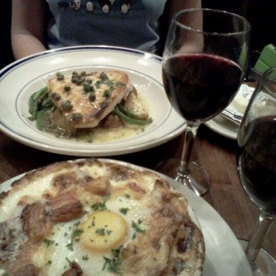 Foto tirada no(a) La Bonne Soupe por Jude A. em 1/11/2012