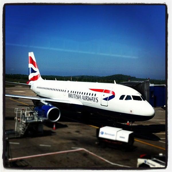 Das Foto wurde bei Edinburgh Airport (EDI) von Kevin D. am 5/28/2012 aufgenommen