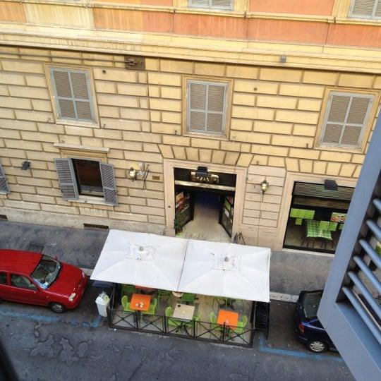 4/26/2012 tarihinde Qiqo S.ziyaretçi tarafından Hotel Des Artistes'de çekilen fotoğraf