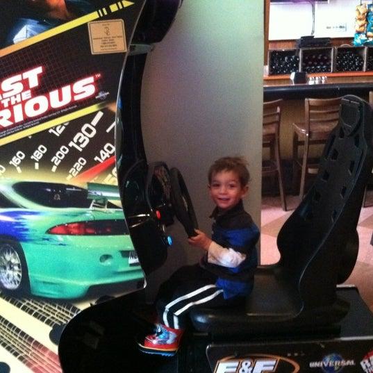 รูปภาพถ่ายที่ Star Tavern Pizzeria โดย Eric M. เมื่อ 2/11/2012