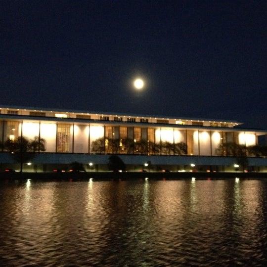 Снимок сделан в The John F. Kennedy Center for the Performing Arts пользователем Sherri W. 4/6/2012