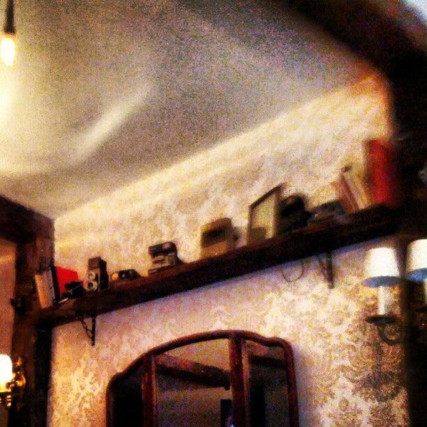 7/13/2012 tarihinde Steve C.ziyaretçi tarafından Shervin's Cafe'de çekilen fotoğraf