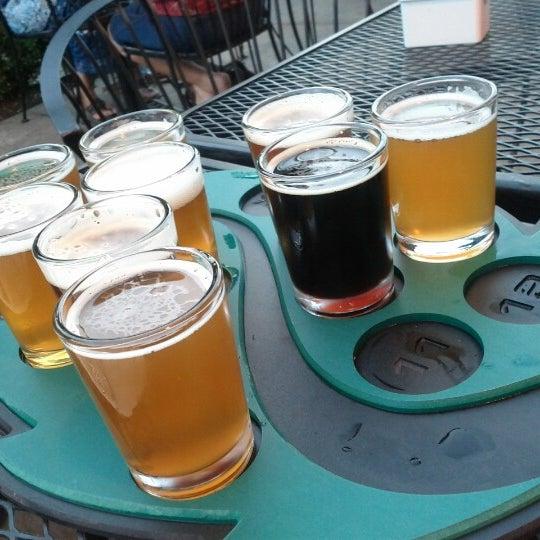 รูปภาพถ่ายที่ Hop Valley Brewing Co. โดย Stephanie G. เมื่อ 7/27/2012