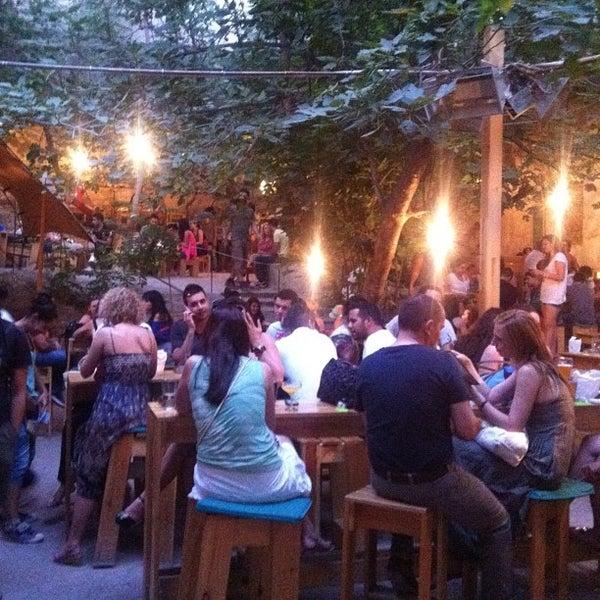 Foto scattata a six d.o.g.s da Alper Ç. il 6/21/2012