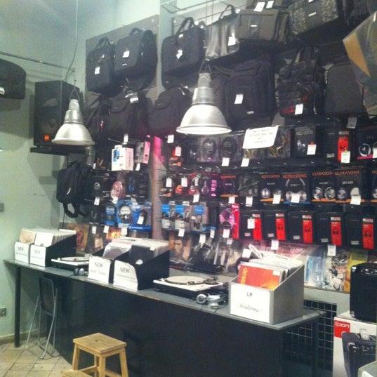 2/23/2012에 Asxat K.님이 Baza Record Shop에서 찍은 사진