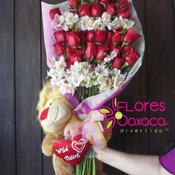 Ramo de rosas con peluche. ideal para un cumpleaños o aniversario.
