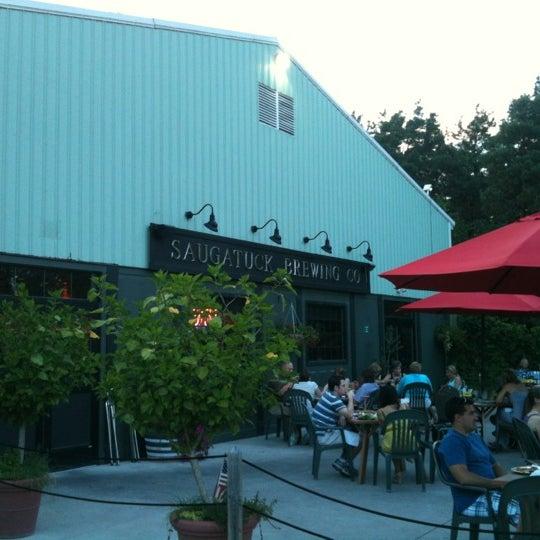 Снимок сделан в Saugatuck Brewing Company пользователем Nicolas H. 8/26/2012