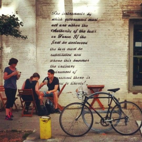 Das Foto wurde bei Brooklyn Roasting Company von Rudolf F. am 7/25/2012 aufgenommen