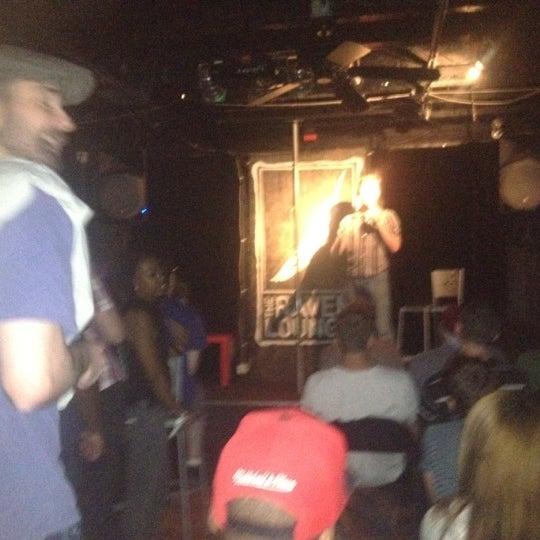 8/17/2012 tarihinde Devin F.ziyaretçi tarafından Raven Lounge'de çekilen fotoğraf