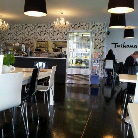 Foto tirada no(a) Tuihana Cafe. Foodstore. por Donna H. em 6/20/2012