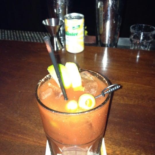 Foto scattata a McMullan's Irish Pub da Ilissa M. il 3/28/2012