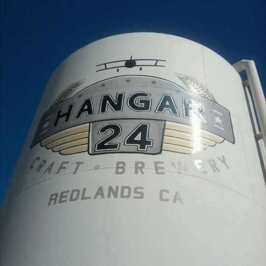 Foto tirada no(a) Hangar 24 Craft Brewery por Scott D. em 9/4/2011