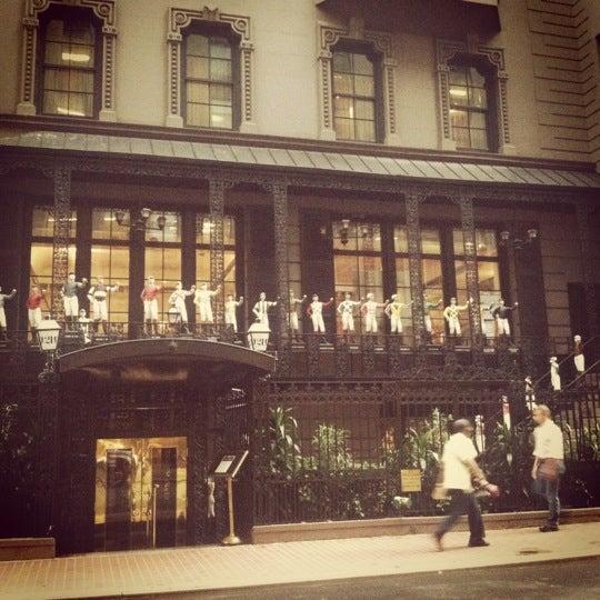 8/15/2012 tarihinde Tj M.ziyaretçi tarafından 21 Club'de çekilen fotoğraf