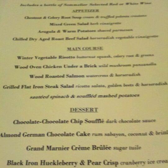 Das Foto wurde bei Beacon Restaurant & Bar von Adrienne R. am 3/4/2012 aufgenommen