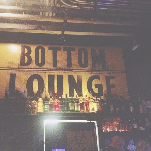Photo prise au Bottom Lounge par Manik R. le7/4/2012