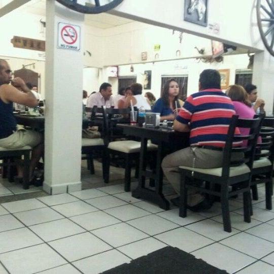 Foto tomada en OV Vaquero Restaurante y Taquería por Smoke I. el 4/11/2012