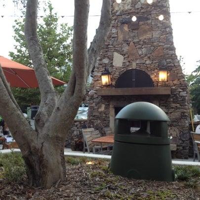 รูปภาพถ่ายที่ Fire Stone Wood Fired Pizza & Grill โดย Chris B. เมื่อ 7/30/2012