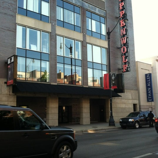 Foto scattata a Steppenwolf Theatre Company da Bill D. il 5/31/2012