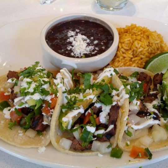 Foto tomada en Cantina Laredo por Paul B. el 2/9/2012