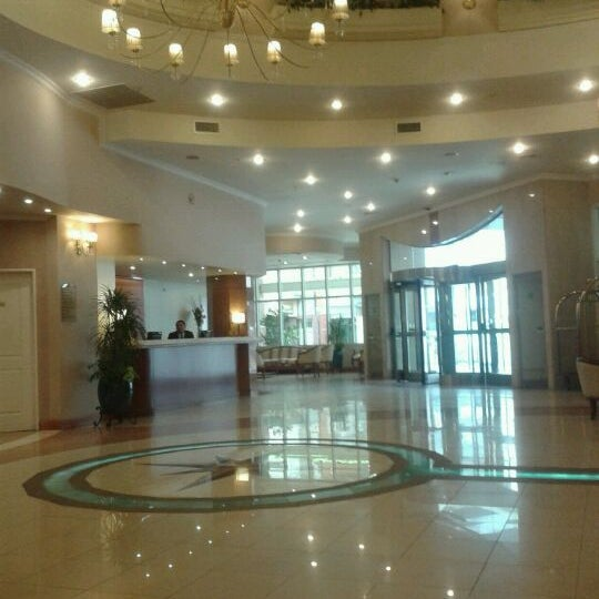 Das Foto wurde bei InterTower Hotel von Romina M. am 11/11/2011 aufgenommen