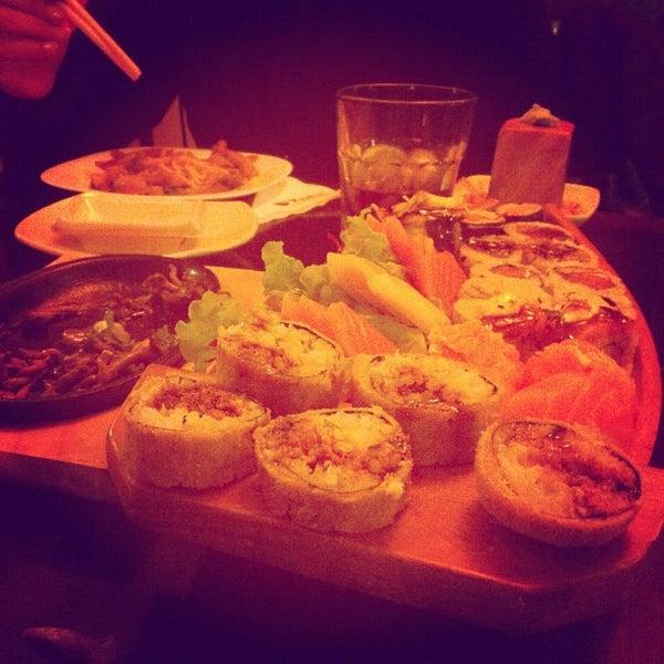 Foto tirada no(a) Kodai Sushi por Giovanni S. em 7/19/2012