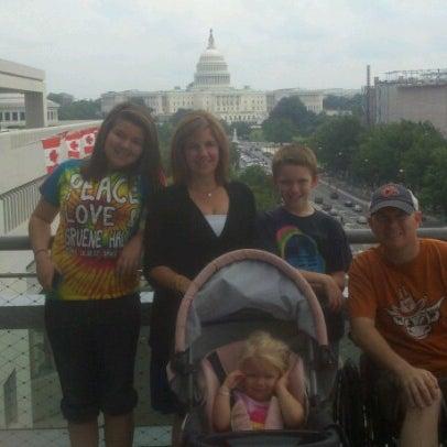 Foto scattata a Newseum da Kyle M. il 8/7/2012