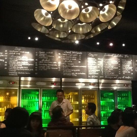 Das Foto wurde bei The People's Cafe von Didit S. am 6/15/2012 aufgenommen