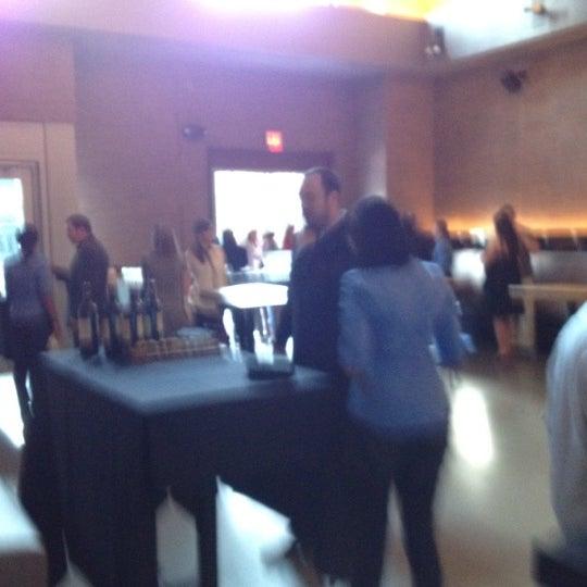 Foto tirada no(a) Cucina Asellina por edward a. em 3/19/2012