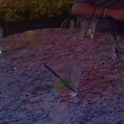 รูปภาพถ่ายที่ Brownstone Kitchen & Bar โดย Taylor T. เมื่อ 7/28/2012