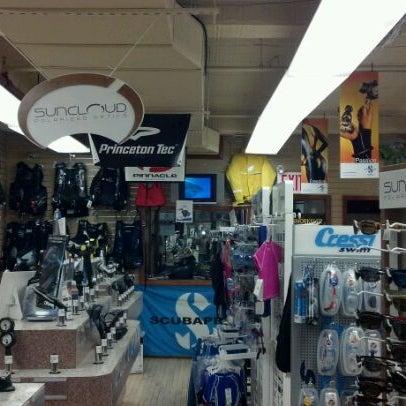 รูปภาพถ่ายที่ Leisure Pro โดย Louis S. เมื่อ 1/4/2012