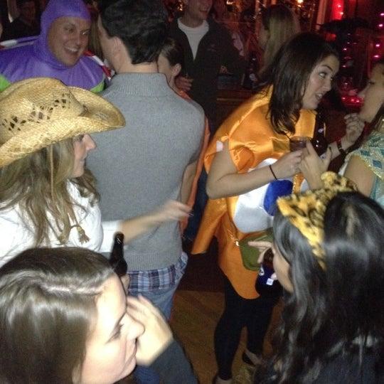 Foto diambil di Easy Bar oleh Andrew R. pada 10/30/2011