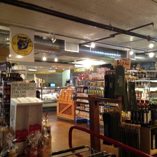 1/6/2012에 Mark R.님이 Tony Caputo's Market & Deli에서 찍은 사진